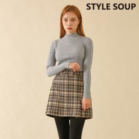 [SOUP] 모크넥 슬림립트 스웨터 이미지